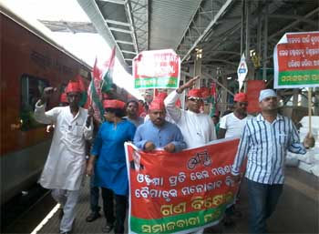 sp-rail-protest
