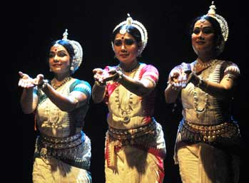three-odissi-dancers